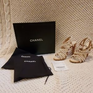 100 Pearl drop sandals